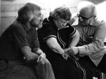 Moshé Feldenkrais demonstrates on Margaret Mead, with Karl Pribram
