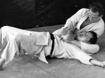 Moshé Feldenkrais practices judo